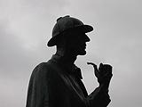 調査をする探偵の画像