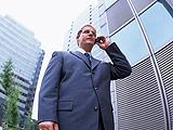 取引業者などの企業全体の信用調査を行う調査員のイメージ写真